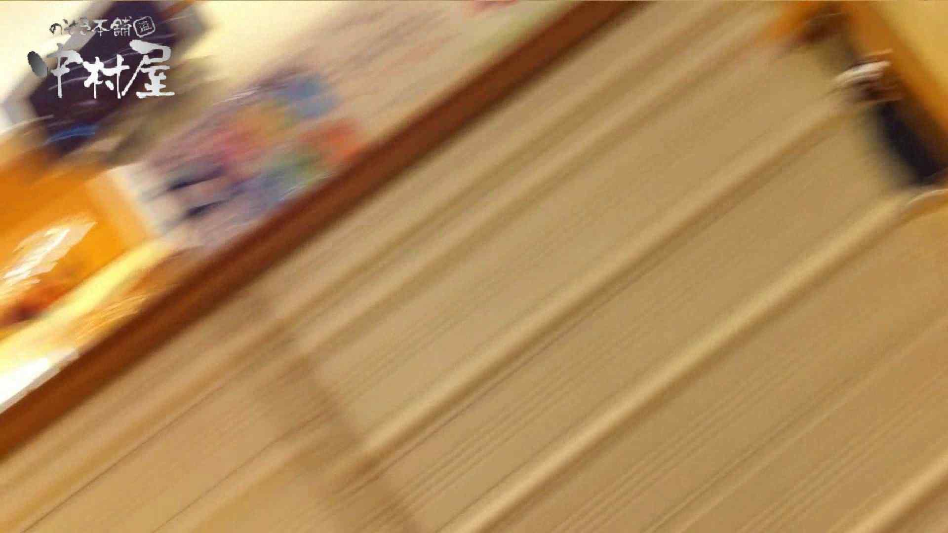 vol.65 美人アパレル胸チラ&パンチラ ムッチリ感がいい感じ花がらパンツさん チラ  106連発 32